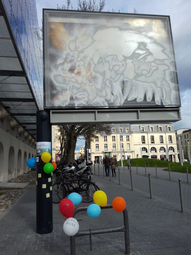 "Painting on ads with ""white of Meudon"" (Bordeaux, France)"