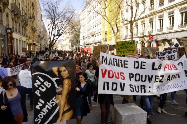 [FRANCE] Bilan Journée contre la pub 2018 #SubvertTheCity 600 dispositifs commerciaux réappropriés
