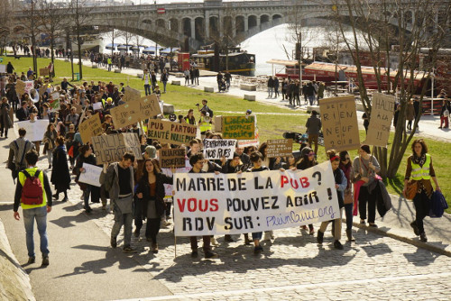 In Lyon, they are marching in the streets against outdoor advertising
